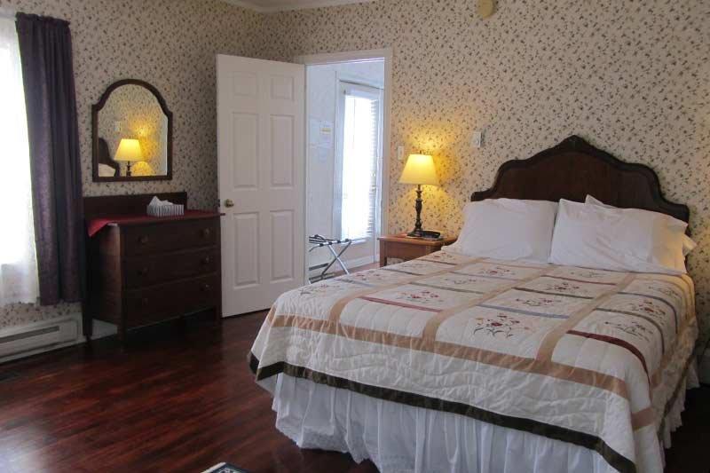 Harbourview Inn master suite