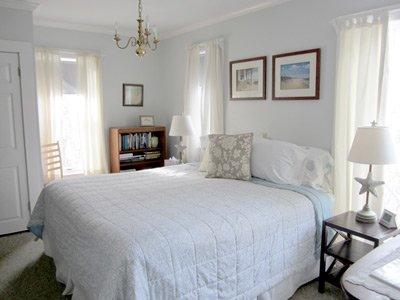 Ipswich Inn Veranda Suite Bed