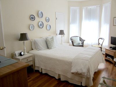 Ipswich Inn Jordan room bed