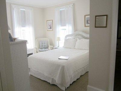 Ipswich Inn wiker room bed