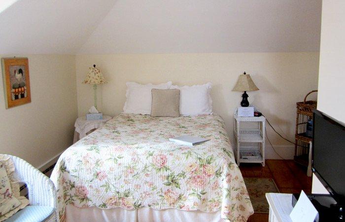 Ipswich Inn Swedish Room bed