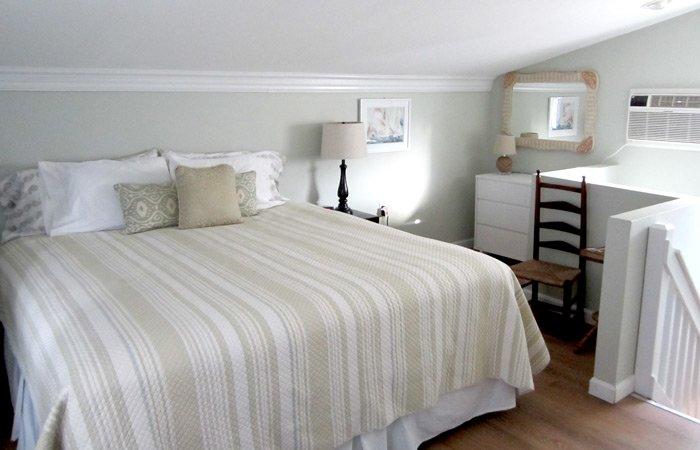 Ipswich Inn Garden Suite bed