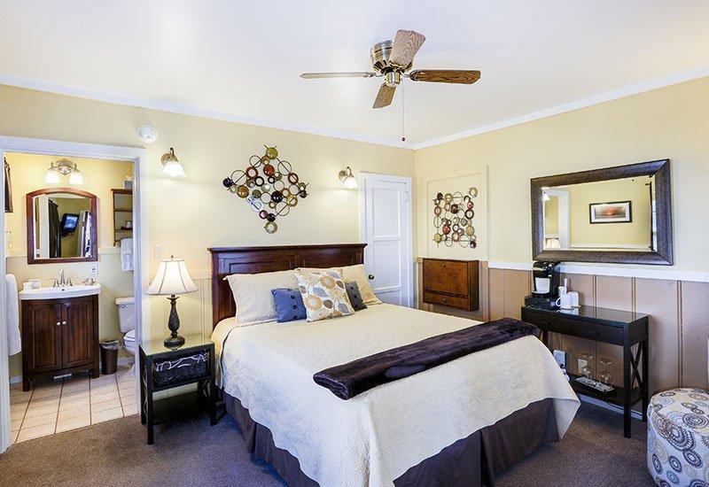 Palo Verde Single Queen Room