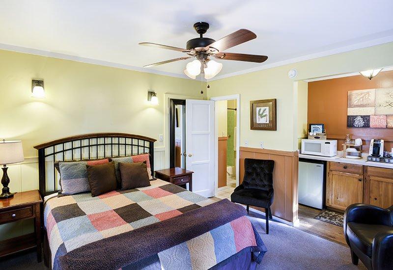 Ponderosa Single Queen Room