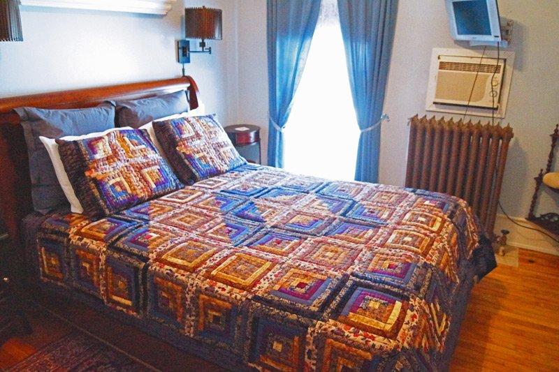 Great Tree Inn Blue Room