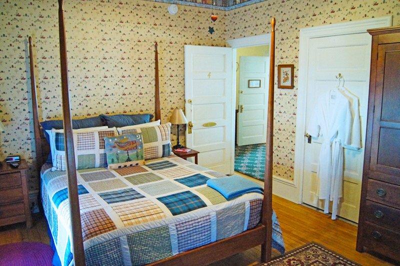 Great Tree Inn Country Folk Room