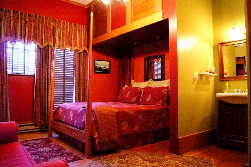 Great Tree Inn Seventh Heaven Room