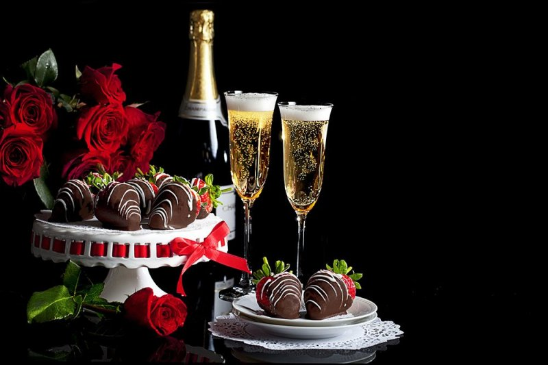 Champaign and chocolate covered strawberries