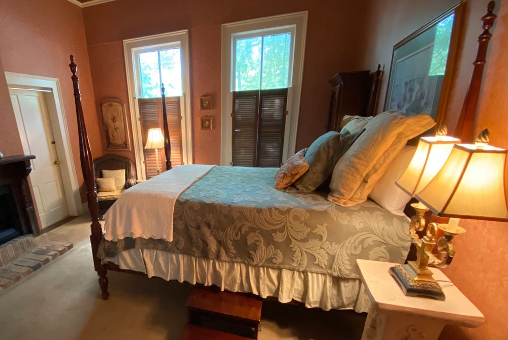 King Bed with window
