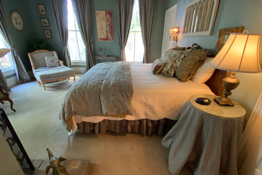 King bed next to the windows