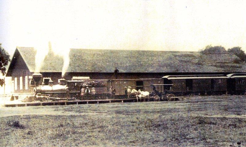 historic photo of Los Alamos train station