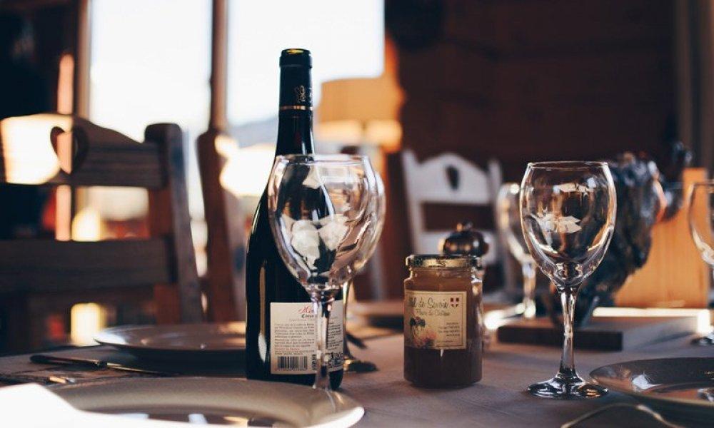 set dinner table